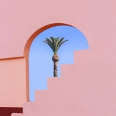 ☀️🌴☀️  Il pleut beaucoup trop, alors je rêve ...  It's raining too much, so i'm dreaming ... Dreaming about sun, pink everywhere and Summer shooting @madeforsun @ksar_kasbah 🤞🏻♥️  Picture via @pinterestfr